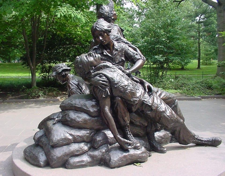 La sculpture sur pierre au Vietnam