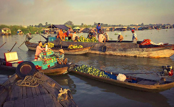 le-marche-flottant-de-Long-Xuyen-Vietnam-Original-Travel